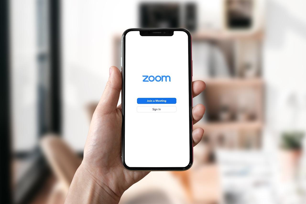 Hand Phone Zoom Zoom Meeting - BiljaST / Pixabay